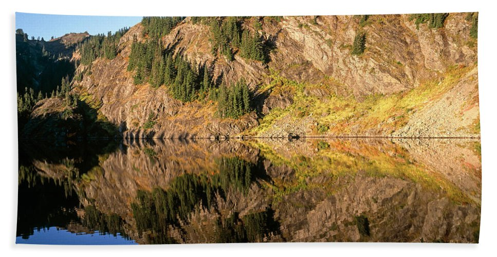 Lake Hand Towel featuring the photograph Rampart Ridge In Rachael Lake by Tracy Knauer