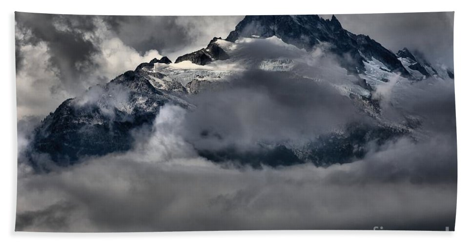Tantalus Bath Sheet featuring the photograph Rays Of Light On The Glaciers by Adam Jewell