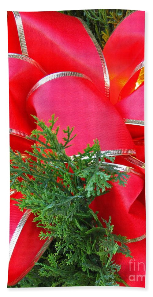 Christmas Hand Towel featuring the photograph Red And Greens by Ann Horn