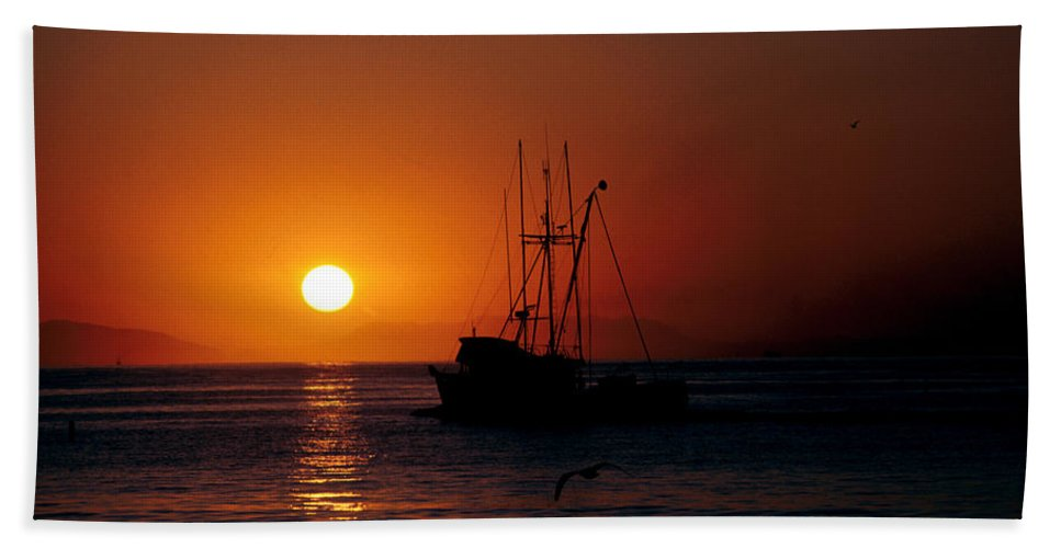 Ocean Bath Sheet featuring the photograph Red At Night Sailor's Delight by Jerry McElroy