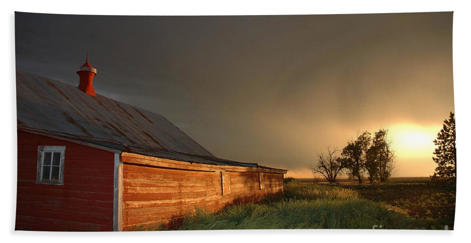 Barn Bath Sheet featuring the photograph Red Barn At Sundown by Jerry McElroy