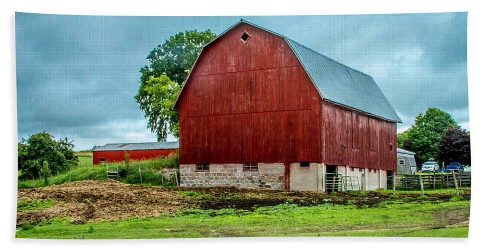 Levering Bath Sheet featuring the photograph Red Barn by Bill Gallagher