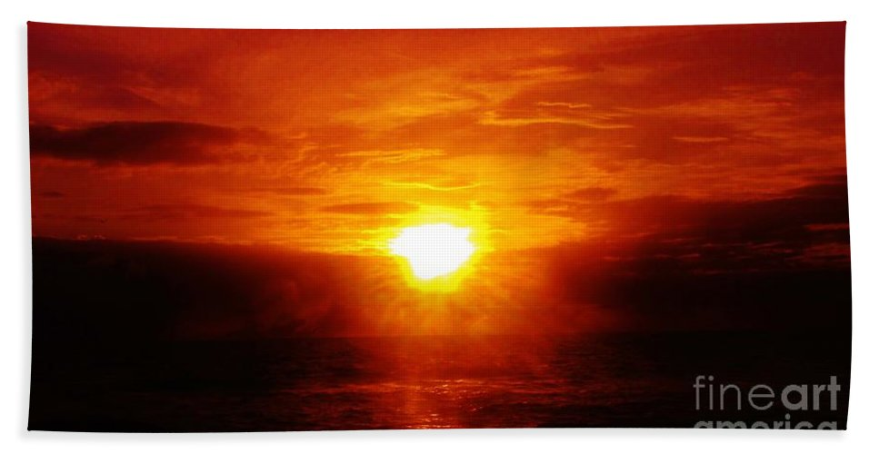Kerisart Hand Towel featuring the photograph Red River by Keri West