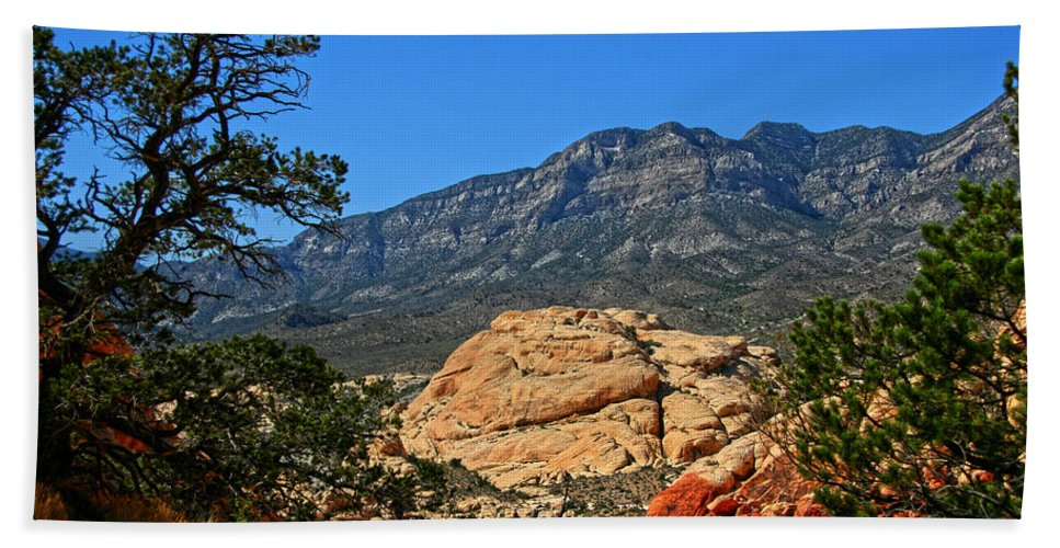 Red Rock Canyon Hand Towel featuring the photograph Red Rock Canyon 4 by Chris Brannen