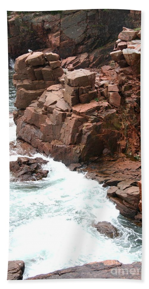 Red Rocks Bath Sheet featuring the photograph Red Rock Coast Maine by Christiane Schulze Art And Photography