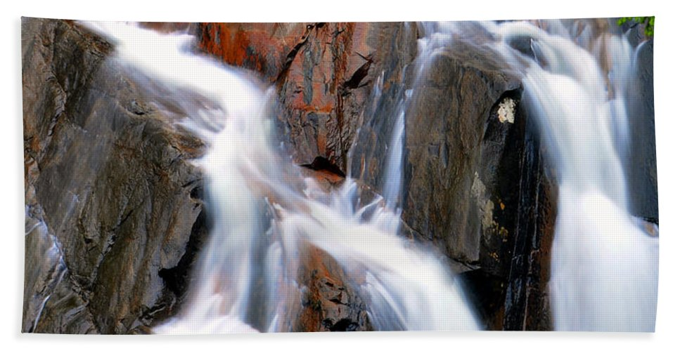 River Bath Sheet featuring the photograph Red Rocks by David Lee Thompson