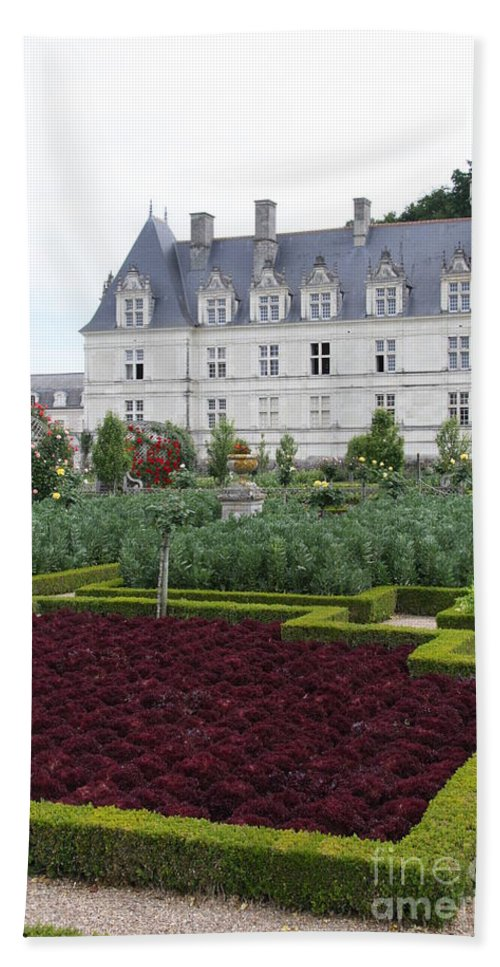 Cabbage Bath Sheet featuring the photograph Red Salad And Cabbage Garden - Chateau Villandry by Christiane Schulze Art And Photography