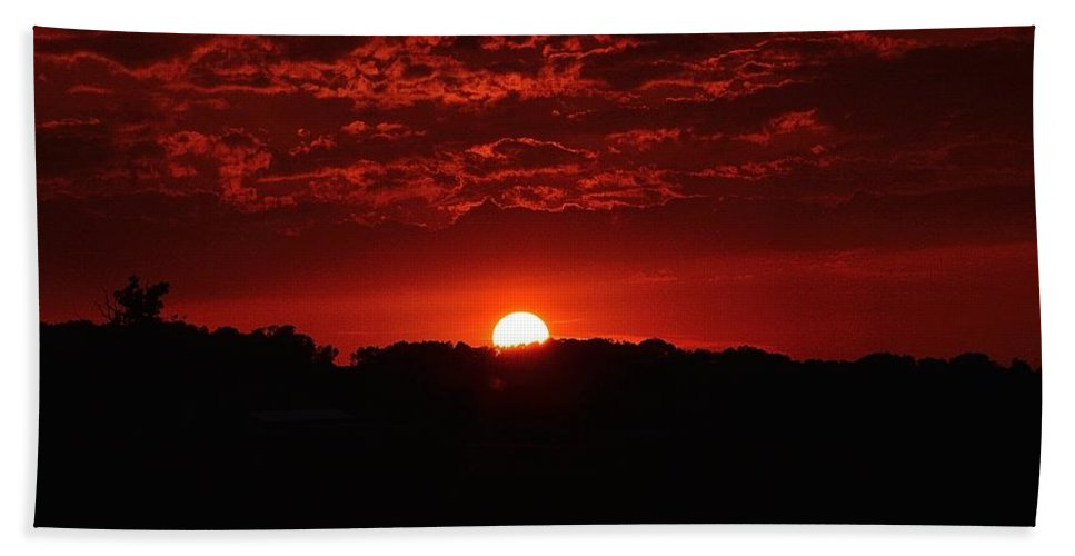 Red Hand Towel featuring the photograph Red Sky At Night by Ray Sheley