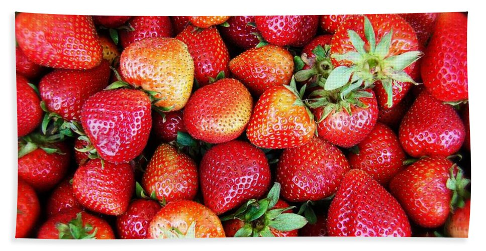 Strawberies Bath Sheet featuring the photograph Red Strawberries by Alice Gipson