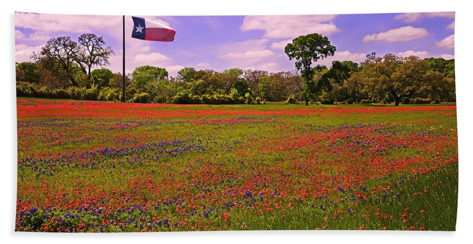 Red Bath Towel featuring the photograph Red White And Beautiful by Lynn Bauer