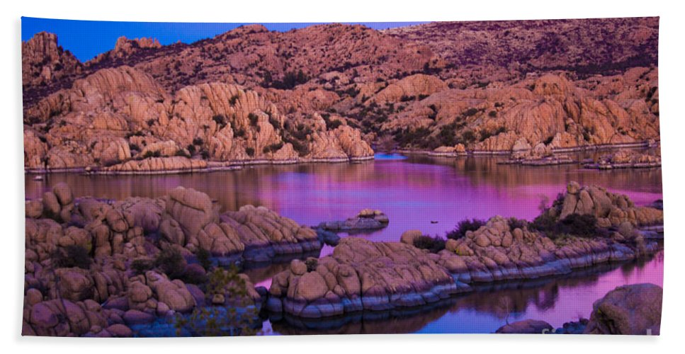 Landscape Hand Towel featuring the photograph Reflective Good Morning by Phyllis Bradd