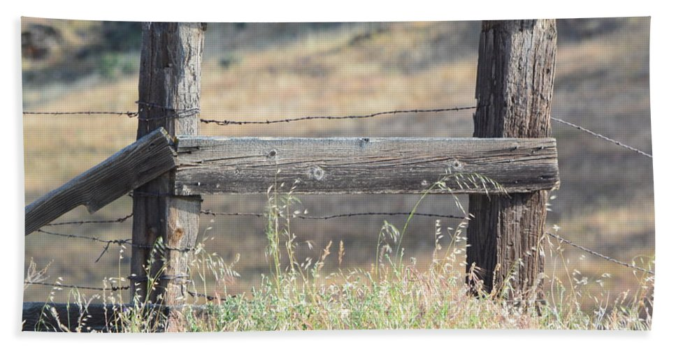 Hand Towel featuring the photograph Remote Fence by Beth Sanders