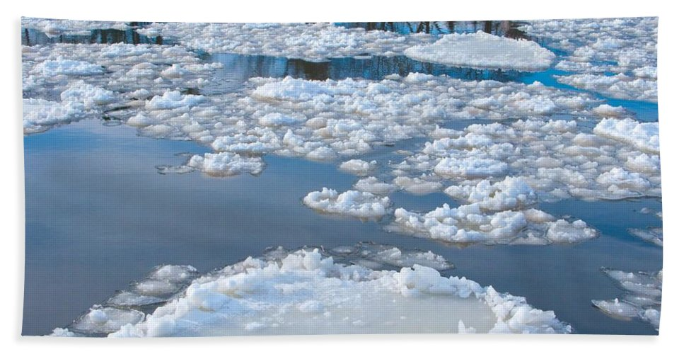 Ice Bath Towel featuring the photograph River Ice by Ann Horn