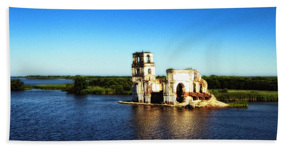 St. Basils Cathedral Hand Towel featuring the photograph River Ruins by Linda Dunn