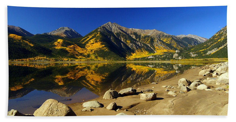 13'ers Hand Towel featuring the photograph Rocky Mountain Beach by Jeremy Rhoades