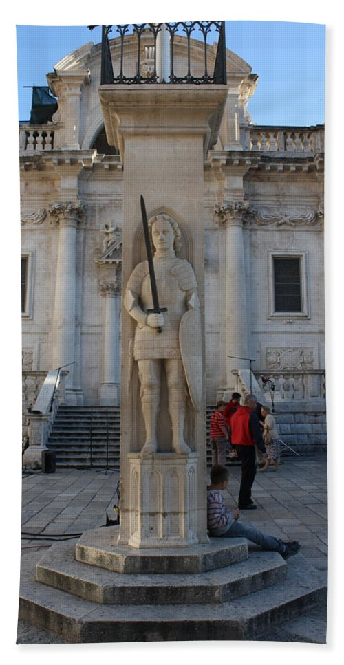 Dubrovnik Bath Sheet featuring the photograph Roland's Column by David Nicholls