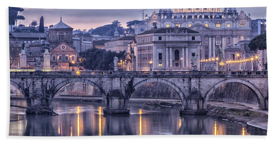 Rome Bath Sheet featuring the photograph Rome And The River Tiber At Dusk by Sophie McAulay