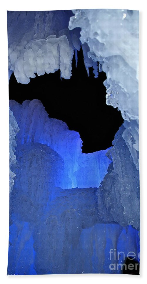 Ice Hand Towel featuring the photograph Roofless by Susan Herber