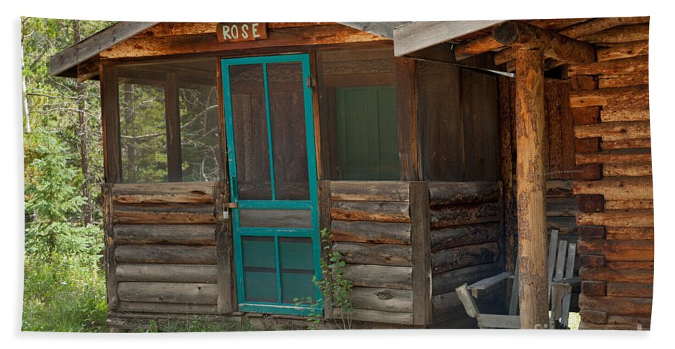 Cabin Hand Towel featuring the photograph Rose Cabin At The Holzwarth Historic Site by Fred Stearns