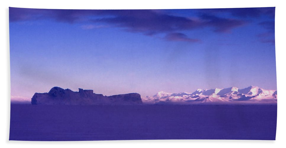Cape Evans Bath Sheet featuring the photograph Ross-iceshelf-g.punt-1 by Gordon Punt