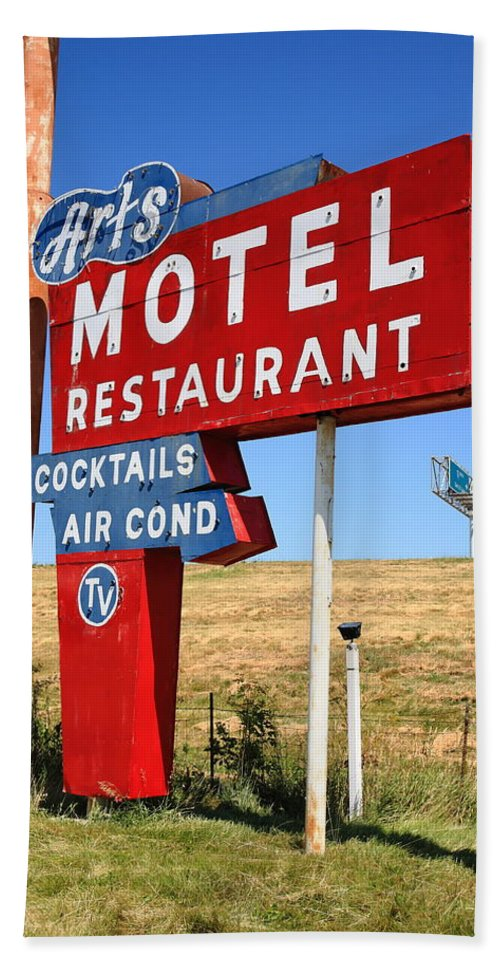 66 Hand Towel featuring the photograph Route 66 - Art's Motel by Frank Romeo