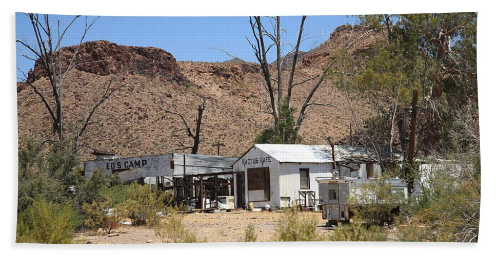 66 Hand Towel featuring the photograph Route 66 - Ed's Camp by Frank Romeo