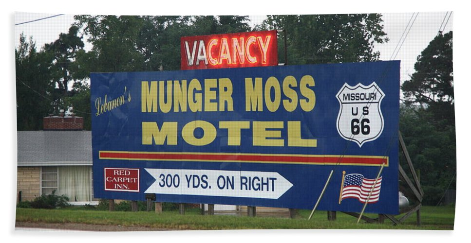 66 Bath Sheet featuring the photograph Route 66 - Munger Moss Motel Sign by Frank Romeo