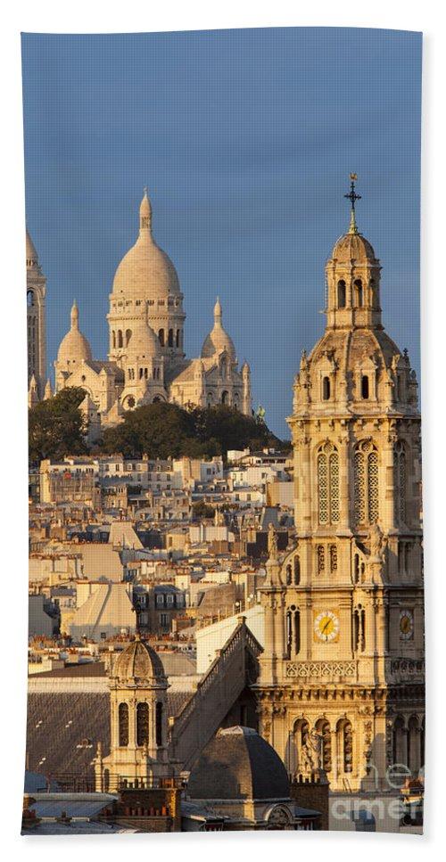 Architectural Bath Sheet featuring the photograph Sacre Coeur - Paris by Brian Jannsen