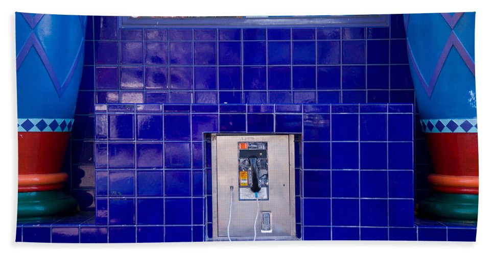 Waiting Room Hand Towel featuring the photograph San Francisco Pay Phone by David Smith