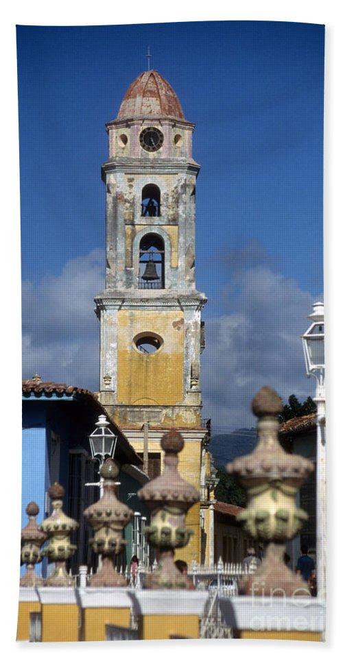 Cuba Bath Sheet featuring the photograph San Francisco Tower Trinidad by James Brunker