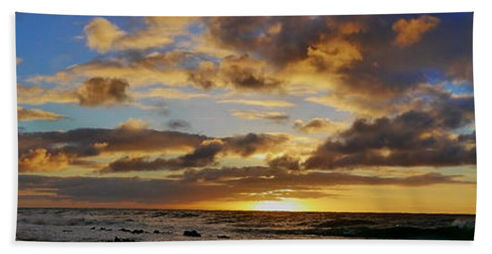 East Oahu Hand Towel featuring the photograph Sandy Beach Sunrise by Richard Cheski