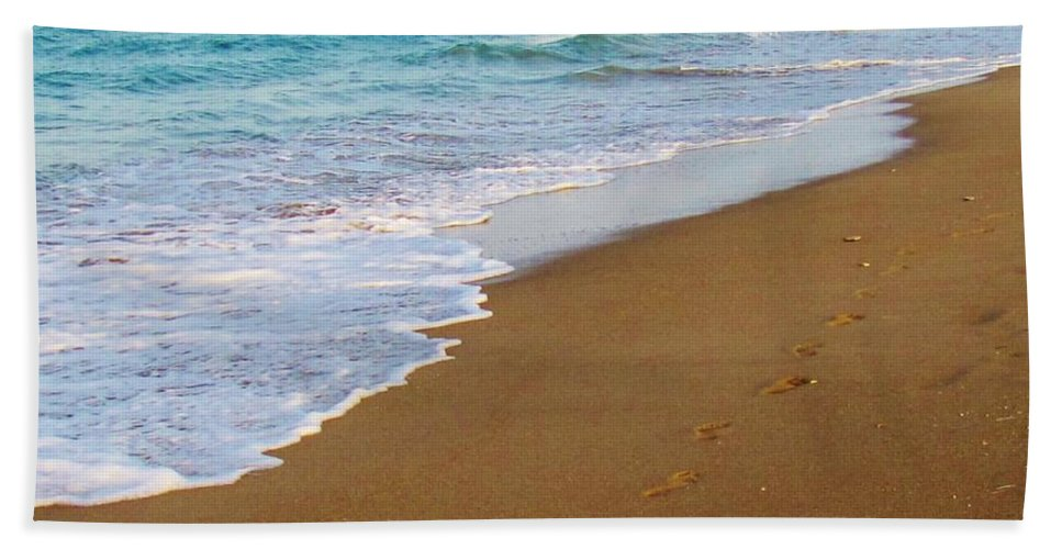 Kerisart Hand Towel featuring the photograph Sandy Toes by Keri West