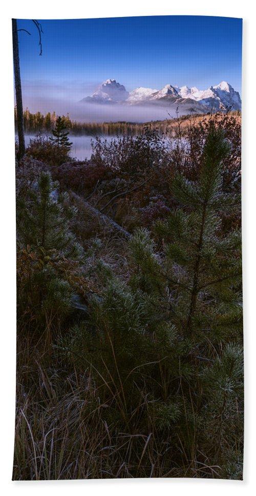 Little Redfish Lake Bath Sheet featuring the photograph Sawtooth Mountain by Vishwanath Bhat
