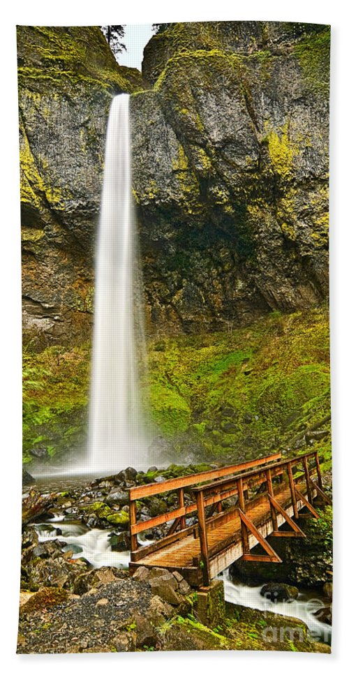 Elowah Falls Bath Towel featuring the photograph Scenic Elowah Falls In The Columbia River Gorge In Oregon by Jamie Pham