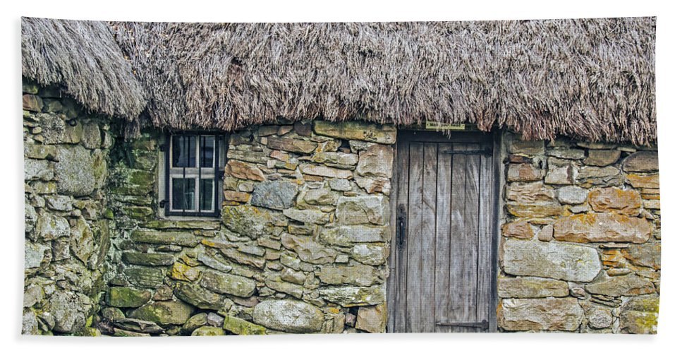 Travel Hand Towel featuring the photograph Scottish Farmhouse by Elvis Vaughn