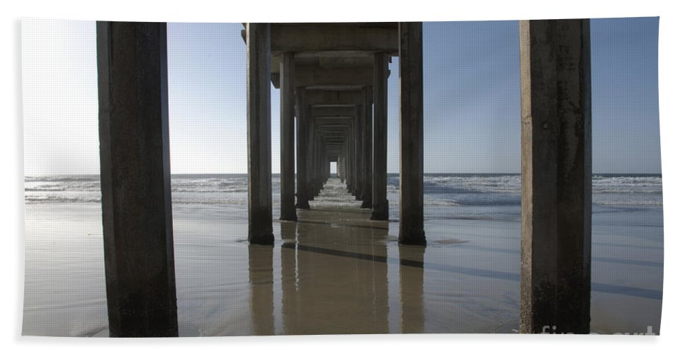 San Diego Hand Towel featuring the photograph Scripps Pierla Jolla California by Bob Christopher