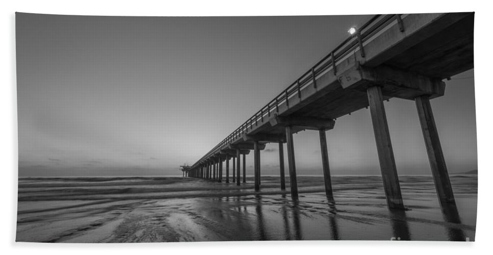 Michael Ver Sprill Hand Towel featuring the photograph Scripps Pier Bw by Michael Ver Sprill