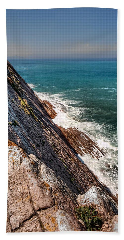 Game Of Trones Bath Sheet featuring the photograph Sea And Cliff by Weston Westmoreland
