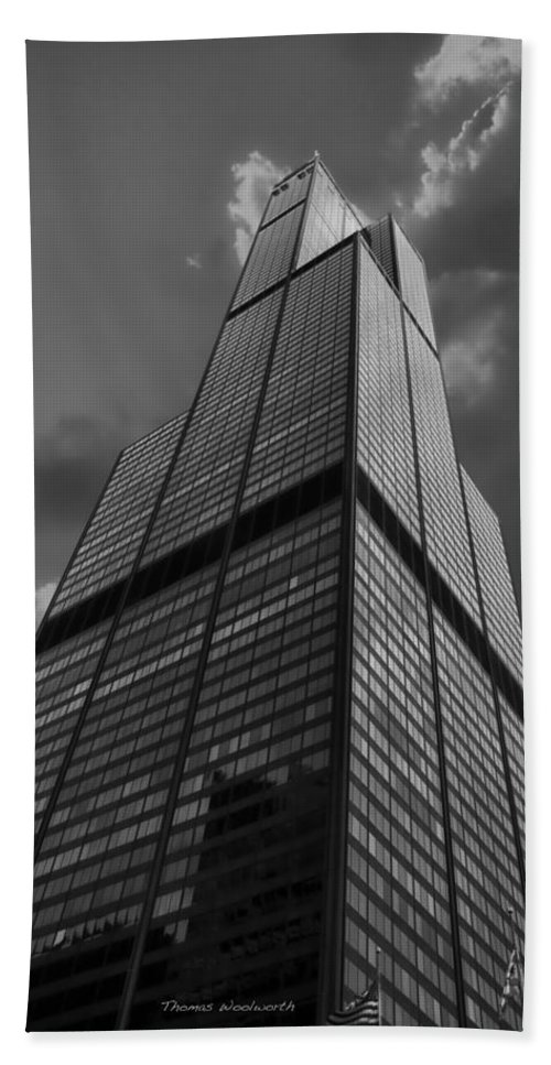 Sears Tower Bath Sheet featuring the photograph Sears Willis Tower Black And White 01 by Thomas Woolworth