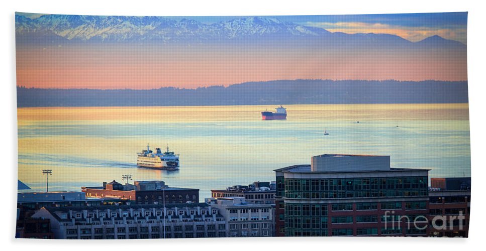 Seattle Hand Towel featuring the photograph Seattle And Elliott Bay by Inge Johnsson