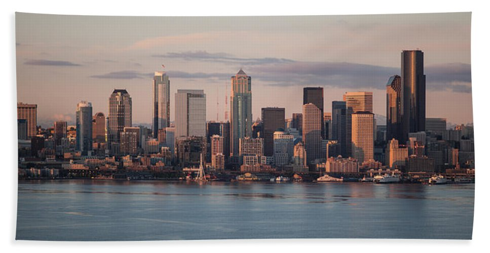 Seattle Hand Towel featuring the photograph Seattle Dusk Skyline by Mike Reid