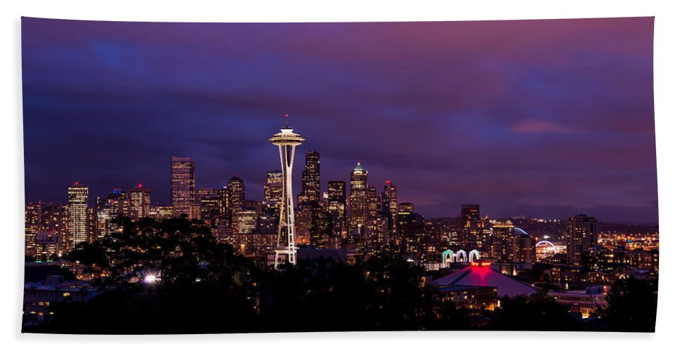 Seattle Bath Towel featuring the photograph Seattle Night by Chad Dutson
