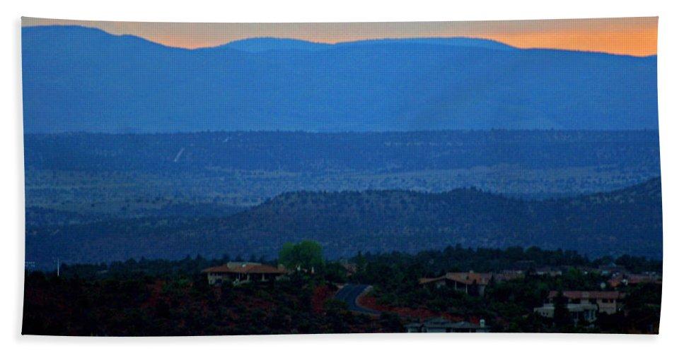 Sedona Hand Towel featuring the photograph Sedona Sunset by Shirley Roberson