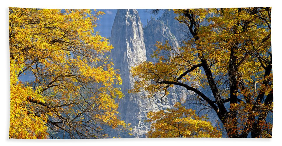 Oak Treees Hand Towel featuring the photograph 2m6703-sentinel Rock In Autumn by Ed Cooper Photography