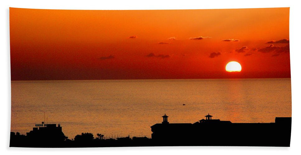 Sunset Hand Towel featuring the photograph Set Into The Sea by Scott Carruthers