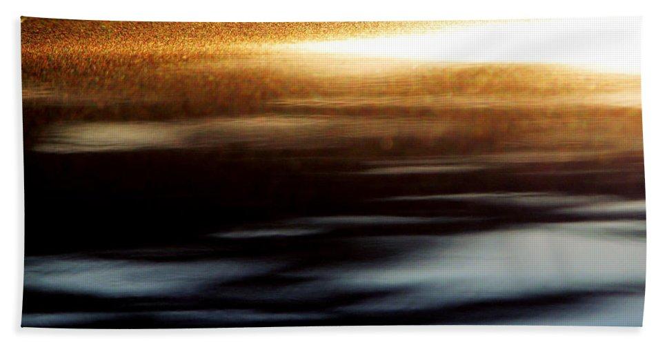 Gray Hand Towel featuring the photograph Setting Sun by Prakash Ghai