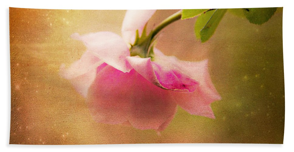 Shabby Chic Art Hand Towel featuring the photograph Shabby Chic Rose Print by Theresa Tahara
