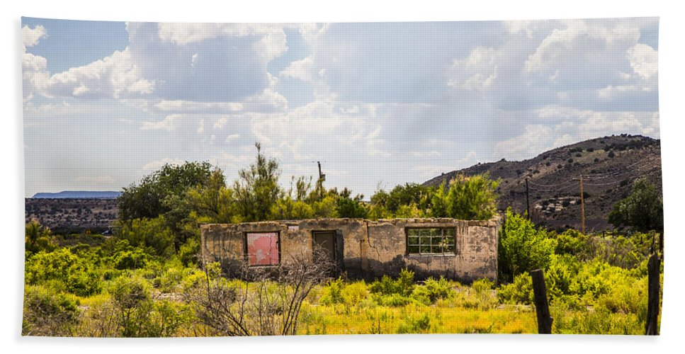 Route 66 Hand Towel featuring the photograph Shambles 2 by Angus Hooper Iii