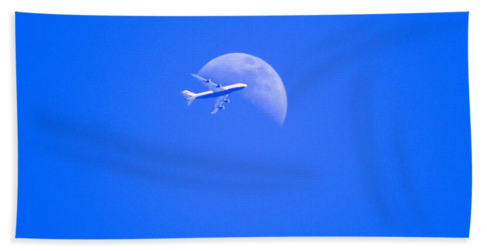 Airline Hand Towel featuring the photograph Shoot The Moon by Joe Geraci