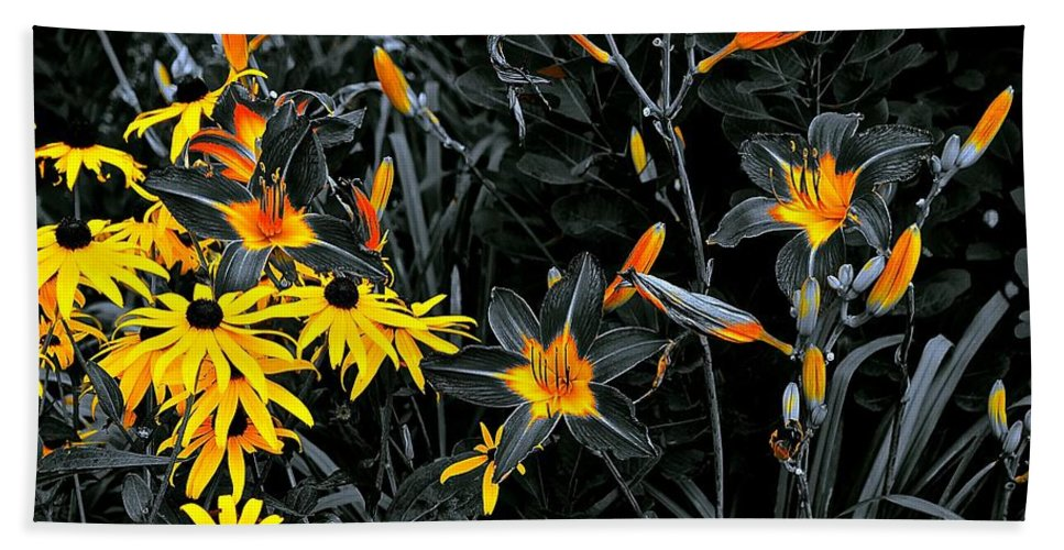 Chicago Botanical Gardens Bath Sheet featuring the photograph Showoff Competition by Tim G Ross